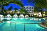 Übernachten    ... Das Hotel, das zur Maritim-Gruppe gehört, wurde vor zwei Jahren nach umfangreichen Renovierungsarbeiten wieder eröffnet. Atemberaubend ist hier nicht nur der Pool...