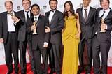 """Der Abräumer des Abends war ein Film, der ohne große Stars auskommt: """"Slumdog Millionär"""" von Danny Boyle (2. v. li.) gewann in vier Kategorien (Bester Film, Beste Regie, Bestes Drehbuch, Bester Soundtrack)."""