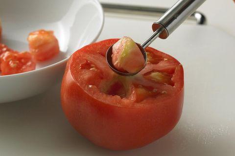 Tomatenfleisch entfernen
