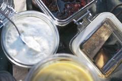 Die perfekten Beilagen zu heißen Würstchen, Steaks und Leberkäse: Merrettichcreme und Apfelsenf! Und weil sie so schön scharf sind, wärmen sie uns ordentlich von innen. Zum Rezept: Meerrettichcreme Zum Rezept: Apfelsenf