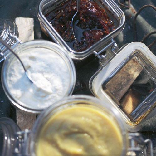 Merrettichcreme mit Apfelsenf und Zwiebel-Chutney