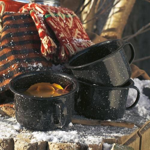 Der heizt schön ein: heißer Apfelpunsch, abgeschmeckt mit Ingwer und Orange. Zum Rezept: Apfelpunsch