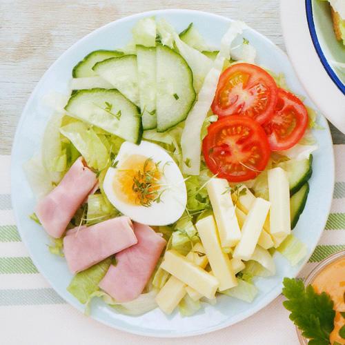 Chefsalat mit Thousand-Island-Dressing