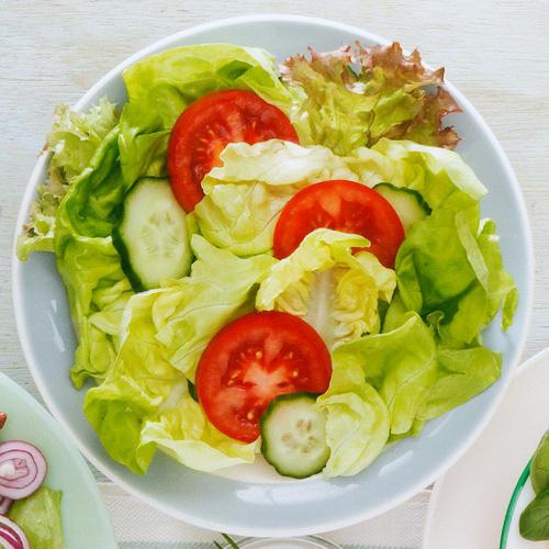 Gartensalat mit Joghurt-Kräuter-Dressing