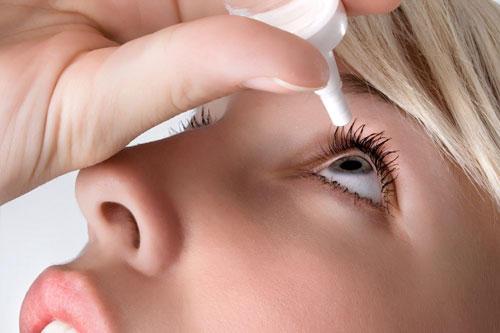 24. Augentropfen für klare Blicke - stimmt das?