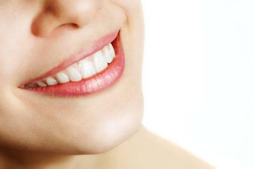 21. Backpulver macht die Zähne weiß - stimmt das?