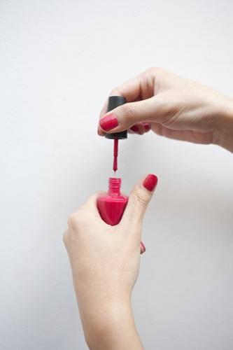 12. Nagellack schützt die Nägel - stimmt das?