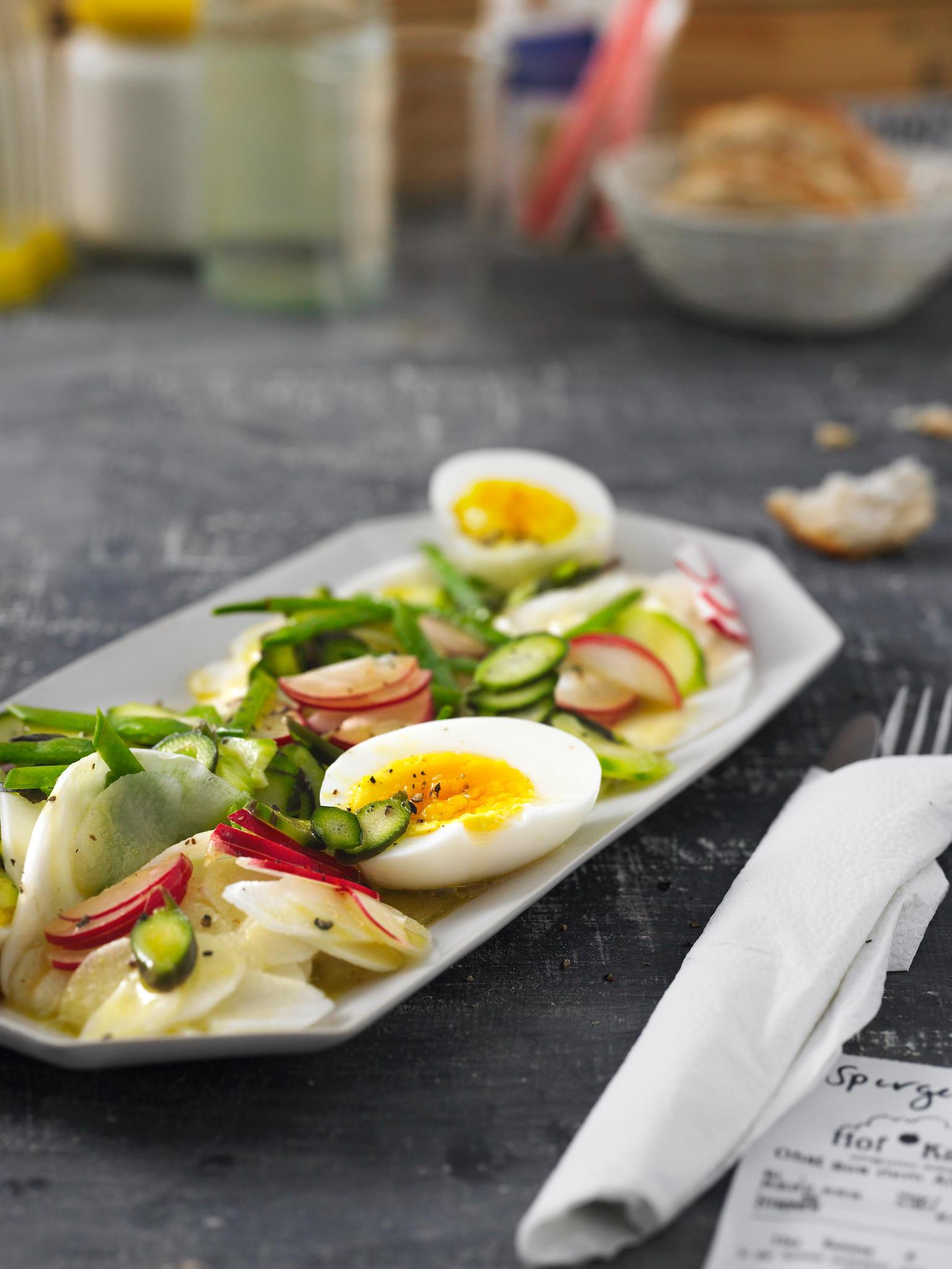 Spargelsalat mit gekochtem Ei
