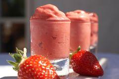 Eisrezepte: selbst gemachtes Erdbeereis