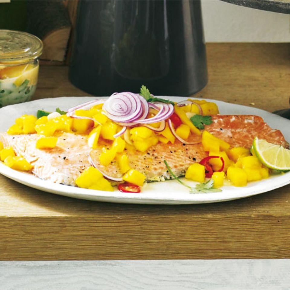 Lachs und Mango bilden hier ein perfektes Duo - und gewürzt wird der Mangosalat mit Koriander, Knoblauch und Zwiebeln. Passt gut aufs Brunch-Buffet. Eine Portion hat 250 Kalorien. Zum Rezept: Kalter Lachs-Mango-Salat