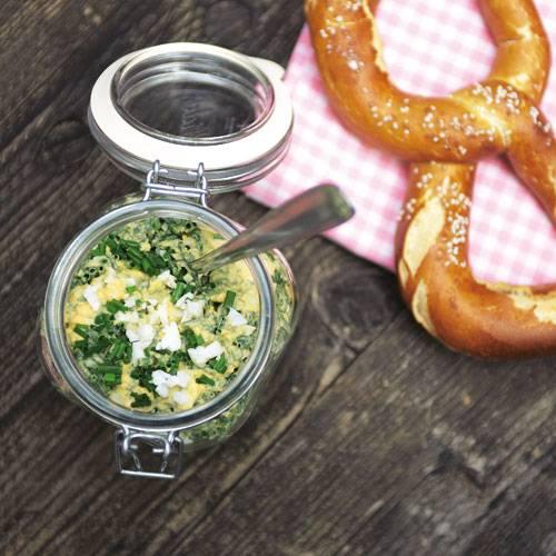 Hart gekochte Eier und ganz viele Kräuter, das sind die Hauptzutaten beim Schnittlauchsalat. In Einweckgläsern verpackt lässt er sich prima mitnehmen in den Biergarten. Hart gekochte Eier und ganz viele Kräuter, das sind die Hauptzutaten beim Schnittlauchsalat. In Einweckgläsern verpackt lässt er sich prima mitnehmen in den Biergarten. Hart gekochte Eier und ganz viele Kräuter, das sind die Hauptzutaten beim Schnittlauchsalat. In Einweckgläsern verpackt lässt er sich prima mitnehmen in den Biergarten. Zum Rezept: Schnittlauchsalat