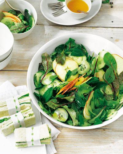 Pimm's Salat mit Sandwiches