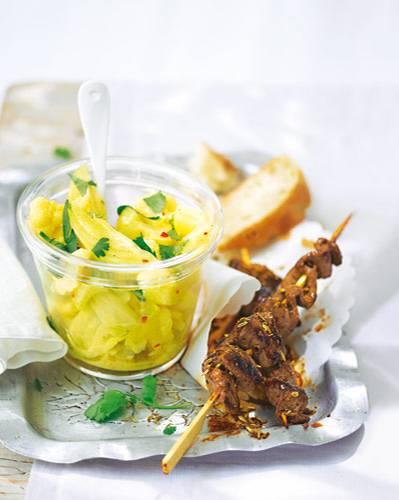 Feine Exotik für Kohlröschen, Fenchel und Kartoffeln mit Ingwer, Kurkuma und gemahlenem Koriander. Zum Rezept: Blumenkohl-Curry-Salat mit Lamm-Saté