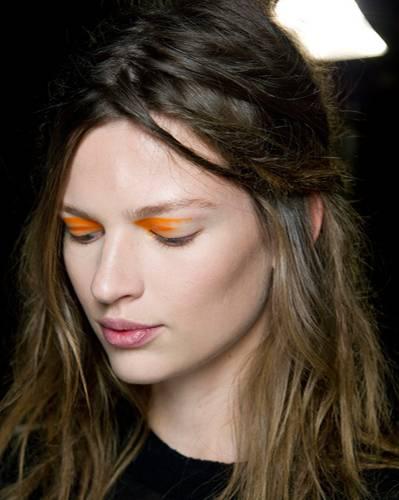 Make-up: Ihr seid noch auf der passenden Frisur? Hier findet ihr die schönsten Frisuren mit Pferdeschwanz!