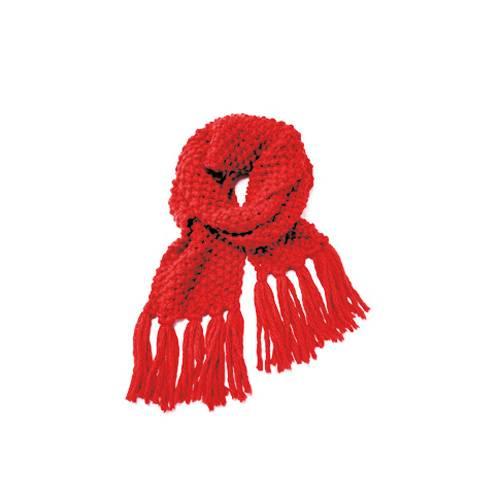 Ein Superaccessoire, das auch noch ruck, zuck gestrickt ist: der lange Schal mit Fransen aus extradicker Wolle im Perlmuster. Ob in leuchtend Rot oder leiser - ablegen will man ihn so schnell nicht. Zur Strickanleitung: Roter Schal mit Perlmuster