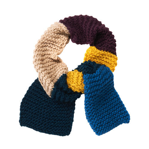 Ein Hingucker aus fünf Farben, aus dicker Schurwolle ganz einfach kraus rechts gestrickt. Zur Strickanleitung: Colourblocking-Schal stricken
