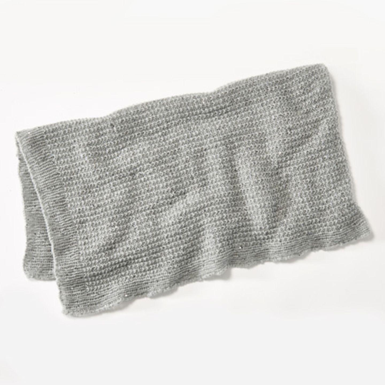 Leichtes Plaid aus Paillettengarn zum Sich-drin-Einwickeln, als Schal oder zum Daraufliegen, 90 x 160 cm. Wolle von Lana Grossa. Hier könnt ihr das Wollpaket für das leichtes Plaid bestellen für 111,30 Euro.