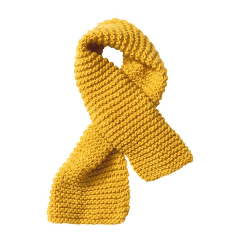 Schwierigkeitsgrad: einfach. Strickzeit: kurz. Stylefaktor: maximal. Der grob gestrickte Schal veredelt super zum Beispiel ein schlichtes Kleid oder andere Kleidungsteile. Zur Strickanleitung: Gelber Schal aus Schurwolle