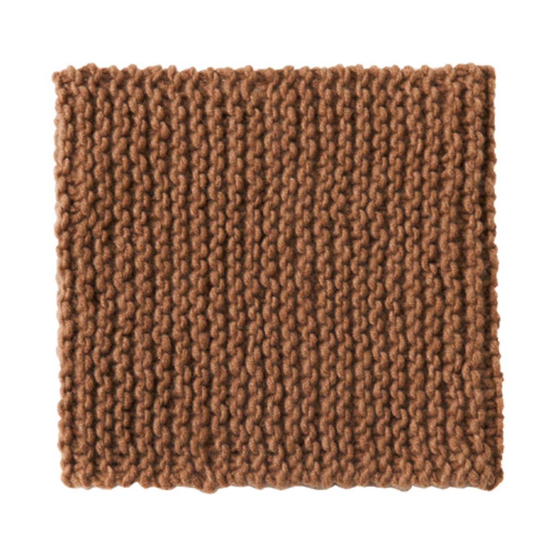 Die Alternative zum Schal: der Rollkragen ohne Pulli. Zur Strickanleitung: Kaschmir-Loopschal stricken