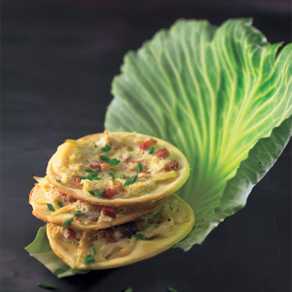 Statt Zwiebeln kommt hier Sauerkraut auf den sonst klassischen Flammkuchen.Zum Rezept: Sauerkraut-Flammkuchen