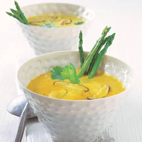 Wir genießen die Spargelzeit fein asiatisch - mit einem Thai-Spargeltopf mit Zitronengras. Zum Rezept: Thai-Spargeltopf mit Zitronengras
