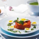 Fruchtig-vegetarisch mit einer zitronenfrischen Petersilien-Kerbel-Salsa: braucht etwas Zeit, lässt sich aber gut vorbereiten. Zum Rezept: Paprika-Tatar mit Wachtelei