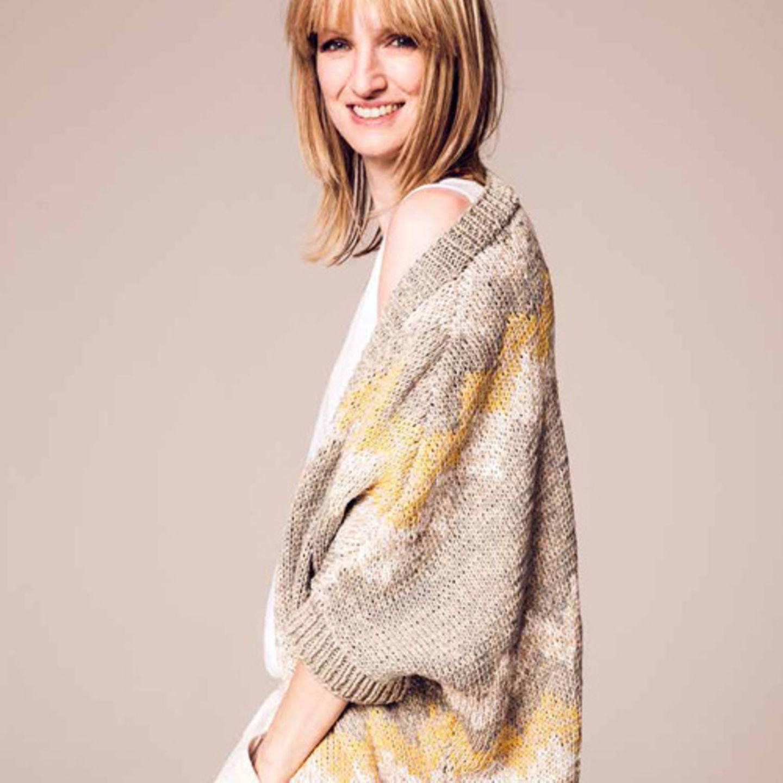 Oversizeweste aus Baumwolle mit Jacquardmuster. Wolle von Lang Yarns. Hier könnt ihr das Wollpaket für die Oversizeweste bestellen, ab 90,25 Euro.