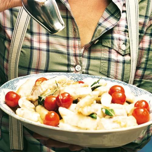Pannfisch mit Spargel, Tomaten und Salbei