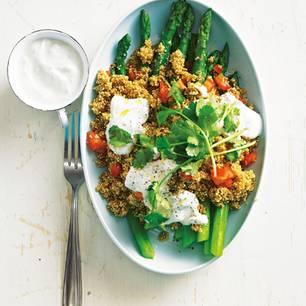 Wir lieben Spargel - und probieren auch gern neue Rezepte jenseits von Spargelcremesuppe und Spargel pur. Dieses Mal kombinieren wir unser Lieblingsgemüse mit Quinoa und Limettenjoghurt. Zum Rezept: Spargel-Quinotto und Limettenjoghurt