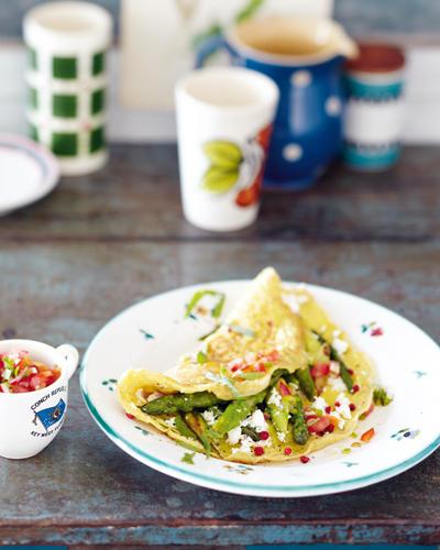 Spargel-Feta-Omelett mit Tomaten-Salsa