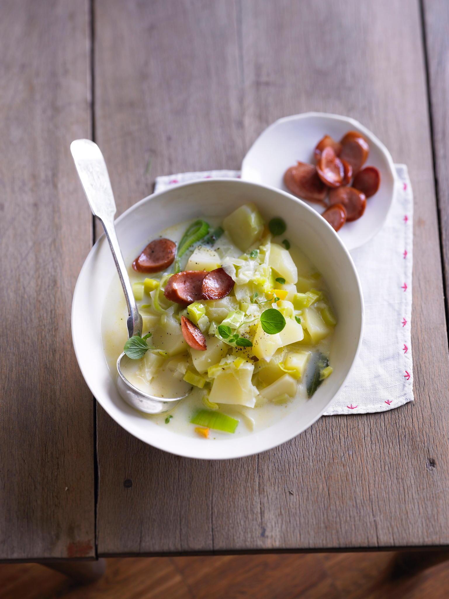 Kartoffel-Lauch-Eintopf mit Würstchen