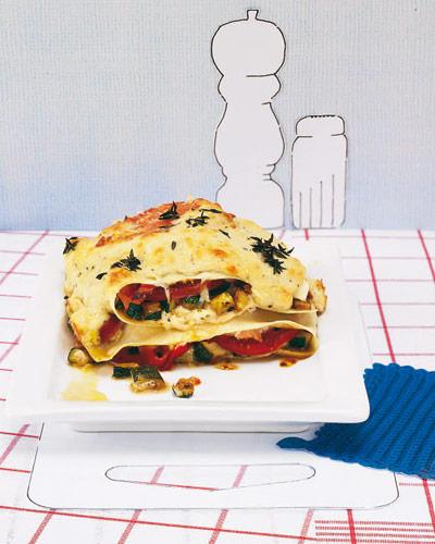Frisch und lecker aus dem Ofen: Die Gemüse-Lasagne überzeugt mit Zucchini, gekochtem Schinken und einer selbstgemachten Ricotta-Soße Zum Rezept: Kleine Lasagne mit Zucchini und gekochtem Schinken Zum Rezept: Kleine Lasagne mit Zucchini und gekochtem Schinken