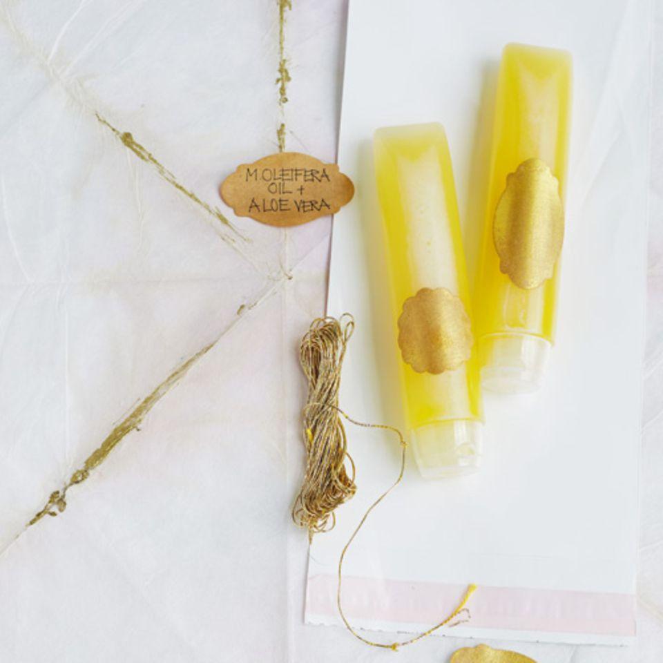 Besonders im Winter braucht unsere Haut ausreichend Feuchtigkeit. Wir zeigen Ihnen, wie Sie eine Feuchtigkeitscreme selber machen. Zur Anleitung Feuchtigkeitscreme selber machen.