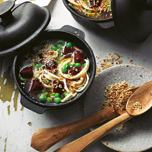 Veganer Miso-Nudel-Eintopf mit Sesam