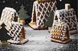 """Genuss- und """"Wow!""""-Effekt bleiben aber riesig - und so sind die Weihnachts-Klassikerchen auch prima Mitbringsel. Zum Rezept: Pfefferkuchenhäuschen"""