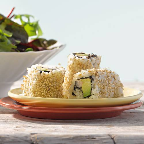 Mit selbst gemachten California Rolls können Sie Ihre Freunde bestimmt beeindrucken. Wie wär's mit einem Salat und einem fruchtigen Himbeer-Smoothie dazu? Zum Rezept: California Rolls