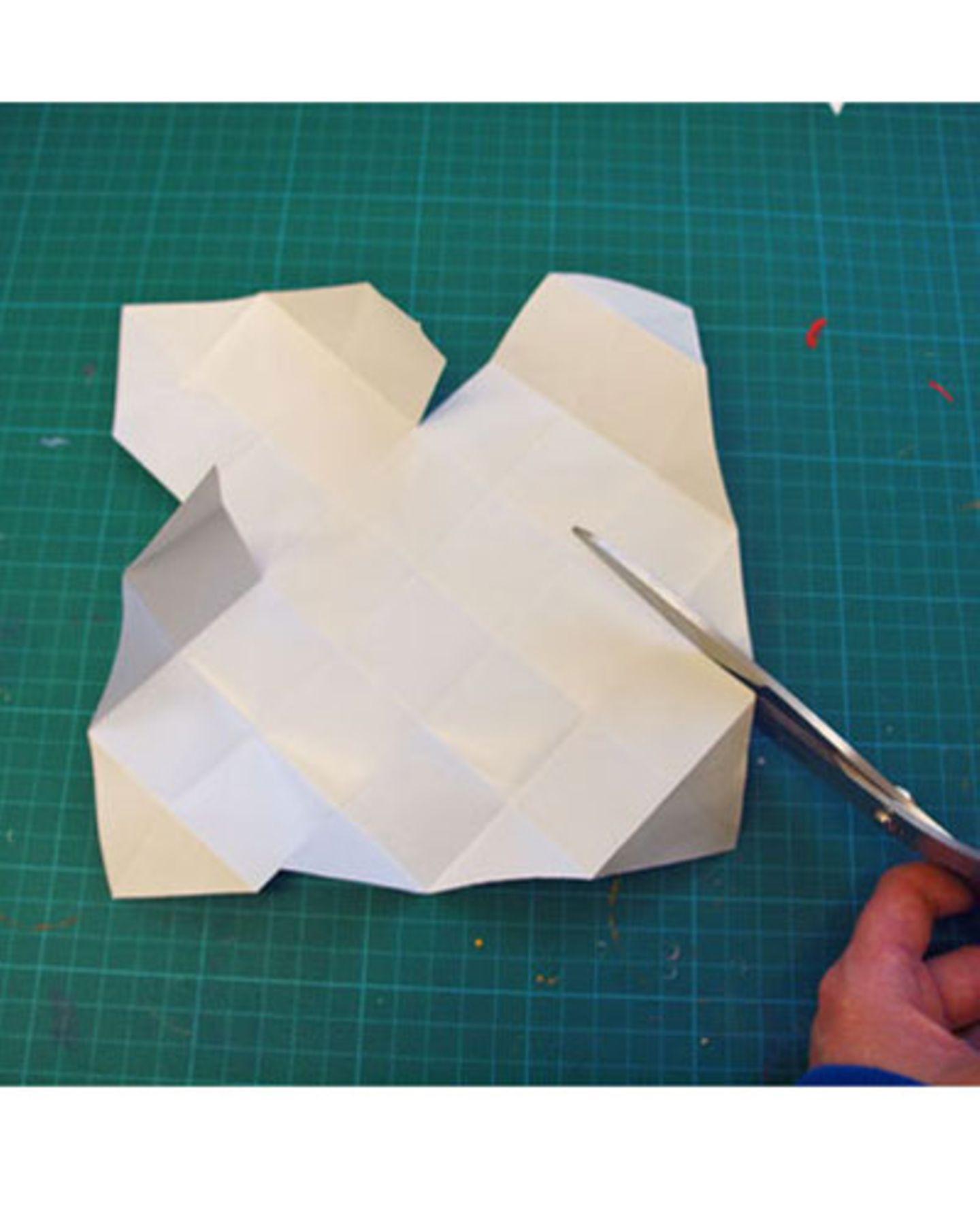 Papier einschneiden