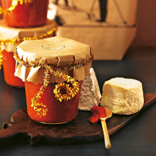 Fruchtig mit einem Hauch von Süße, mit Ingwer und Knoblauch, dazu Noten von einem in der Pfanne gerösteten Mix aus Chilischote, Sternanis, Nelken und Koriander... Ein Geschenk für Gourmets! Zum Rezept: Tomaten-Birnen-Chutney