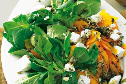 Feldsalat mit Kürbis und Kürbiskern-Krokant