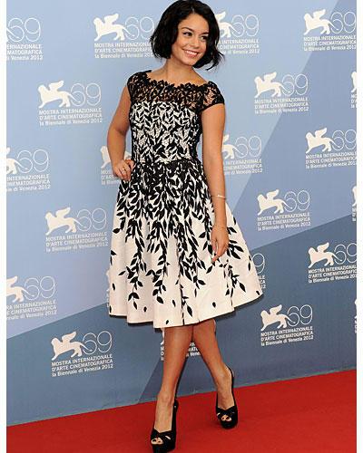 Vanessa Hudgens schwarz-weißes Kleid
