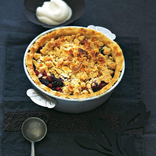 Mürbeteig und Früchte: ein süßes Paar! Noch eine Kugel Vanilleeis oder einen Löffel frische Sahne dazu und dann - genießen!    Zum Rezept: Apfel-Waldbeeren-Pie