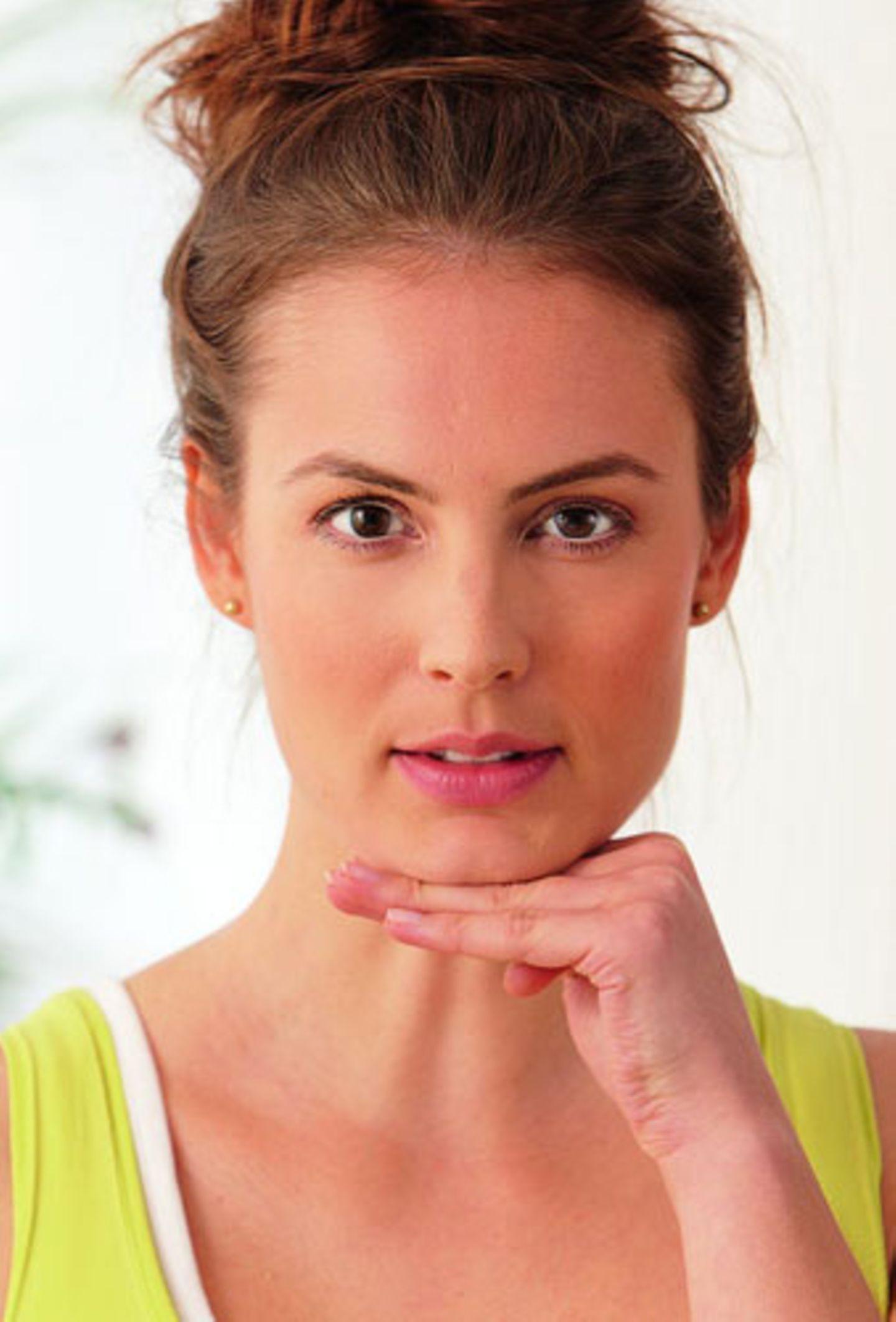 Fitness-Training für ein junges Gesicht