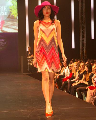 BRIGITTE Fashion Event: Das Kleid mit Zick-Zack-Muster ist von Buffalo über Otto, der Hut von American Apparel und die Schuhe sind von JustFab.