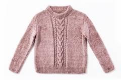 Einen Pullover mit Zöpfen zu stricken, ist etwas aufwendiger. Aber die Arbeit lohnt sich - unser Strickpulli ist ein treuer Begleiter durch den Winter. Zur Strickanleitung: Pullover mit Zöpfen