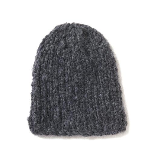 Jetzt braucht jeder eine Mütze. Bei dieser aus feinem Kaschmir läuft alles glatt rechts. Zur Strickanleitung: Kaschmirmütze stricken
