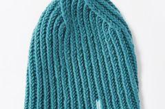 Mützen kann man nie genug haben. Und diese Kaschmirmütze wollen wir gleich in allen Farben haben. Hier gibt's die Strickanleitung. Zur Strickanleitung: Kaschmirmütze