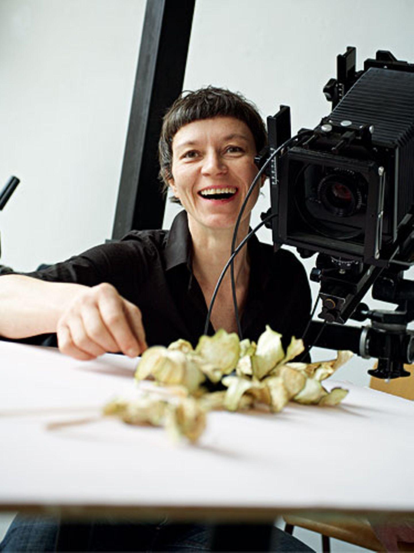 In ihrem Atelier hat Saine Hans eine große Küche. Dort entstehen ihre rezepte und die Aufnahmen dazu.