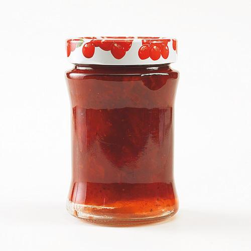 Ein guter Schuss Amaretto macht aus einer klassischen Erdbeer-Konfitüre etwas ganz Besonderes. Experimentierfreudige können stattdessen auch Sternanis, Vanille oder Zitronenmelissestreifen ausprobieren. Zum Rezept: Erdbeer-Konfitüre mit Mandellikör