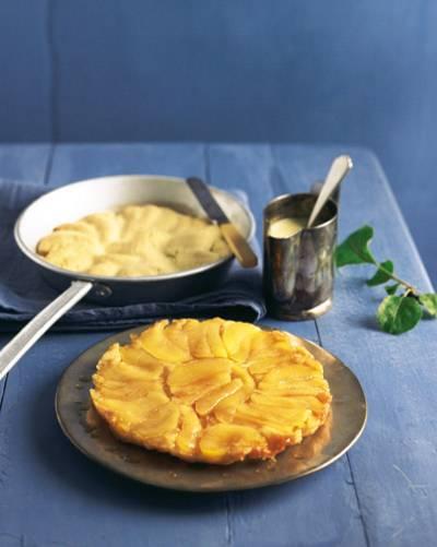 Es bleibt französisch: Mit dem Tarte Tatin haben sich die Franzosen ein köstliches Rezept für Apfelkuchen ausgedacht. Auch dieser Apfelkuchen-Kandidat schmeckt am allerbesten, wenn er noch lauwarm ist. Umgekehrt wird ein Kuchen draus. Lecker! Zum Rezept: Tarte Tatin