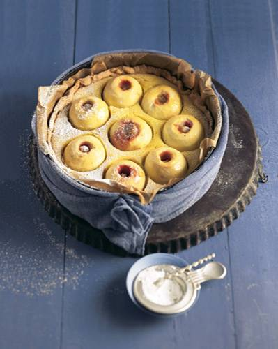Dieses Rezept können Sie sich auch gut für den Winter und die Weihnachtszeit merken. Der Apfelkuchen schmeckt doppelt gut, nach Bratapfel und Kuchen in einem. Geht aber natürlich genau so gut auch im Sommer. Zum Rezept: Bratapfelkuchen